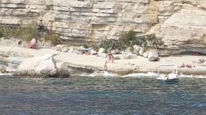 Here and there, people everywhere enjoying the great Calanques
