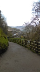 Leaving the Devil´s Arse and Castleton at the far end.